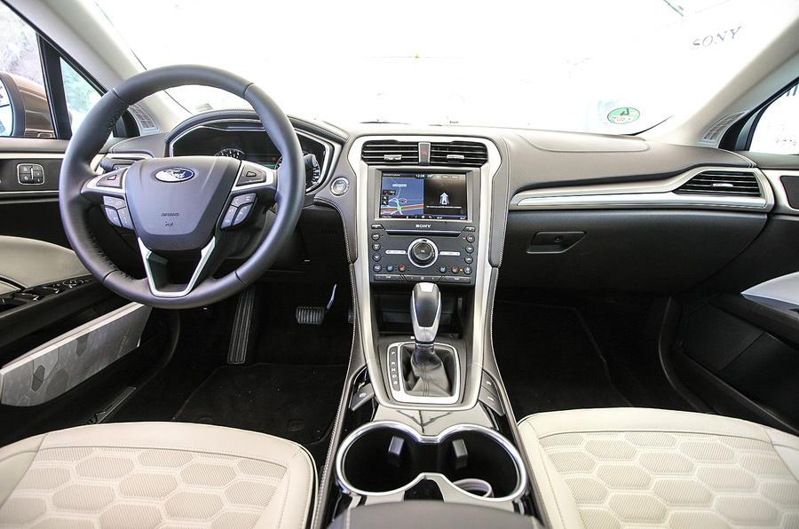 Ford Mondeo Vignale dashboard