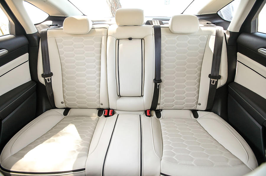 Ford Mondeo Vignale rear seats