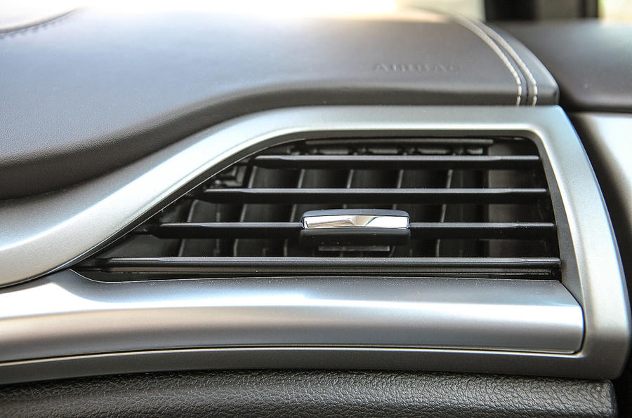 Ford Mondeo Vignale air vents