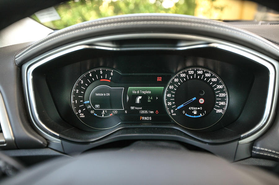 Ford Mondeo Vignale instrument cluster