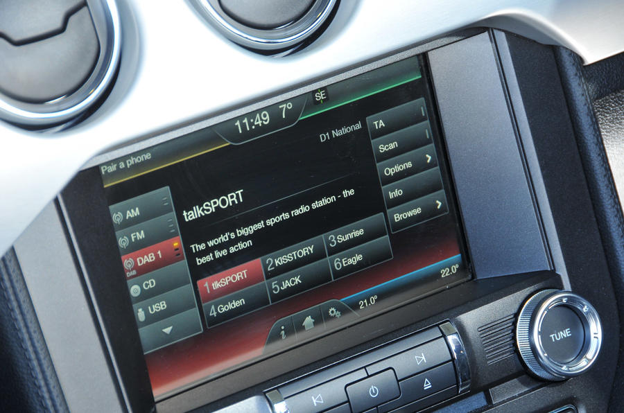Ford Mustang Convertible infotainment