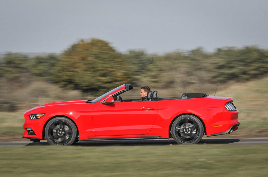 Ford Mustang 2.3 Ecoboost Convertible roof down