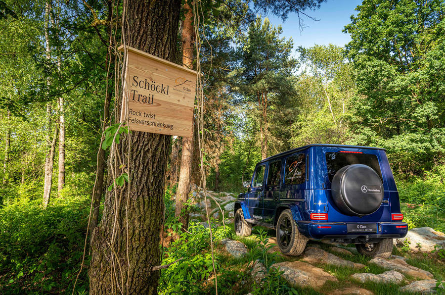 Mercedes G-Class Experience - trail sign