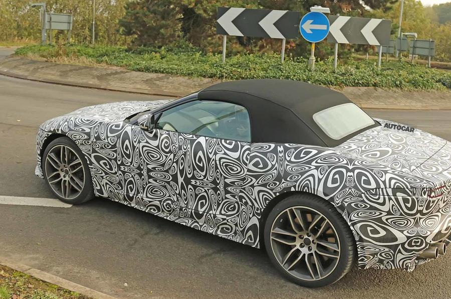 Jaguar F-Type 2020 spyshot side