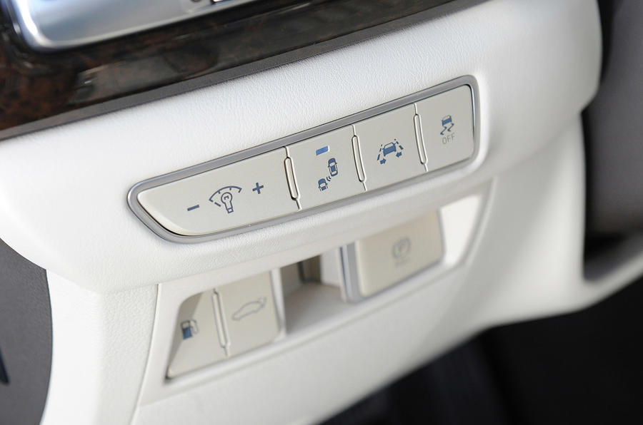 Genesis G90 switchgear