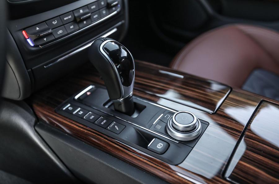 Maserati Ghibli S centre console