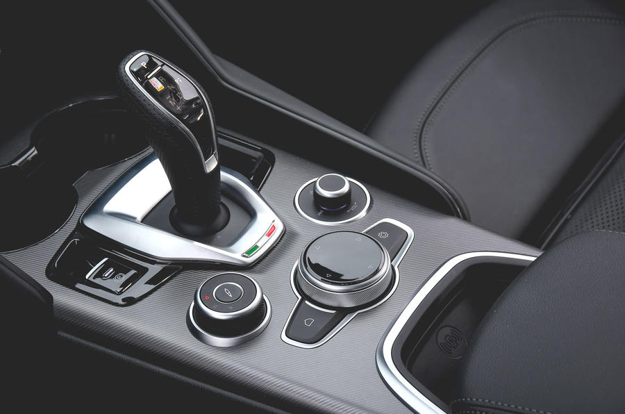 Alfa Romeo Giulia Veloce 2019 first drive review - centre console