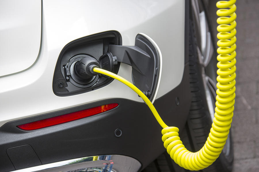 Mercedes-Benz GLC 350 e charging point