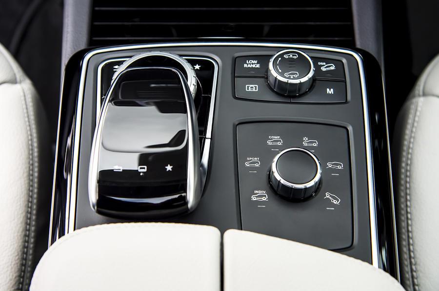 Mercedes GLS 350 d infotainment controls
