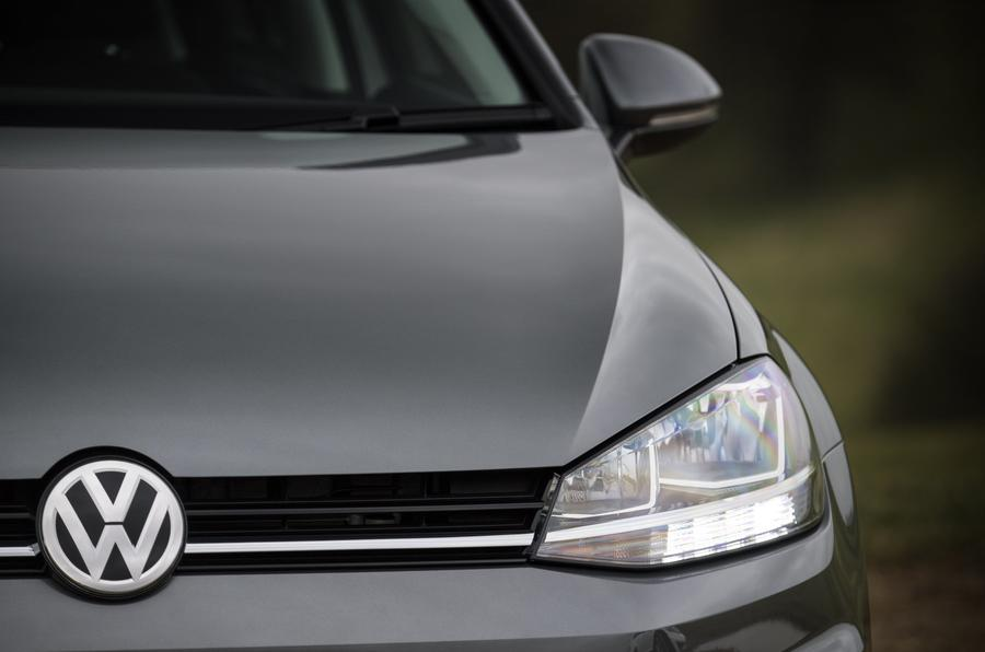Volkswagen Golf Estate headlight