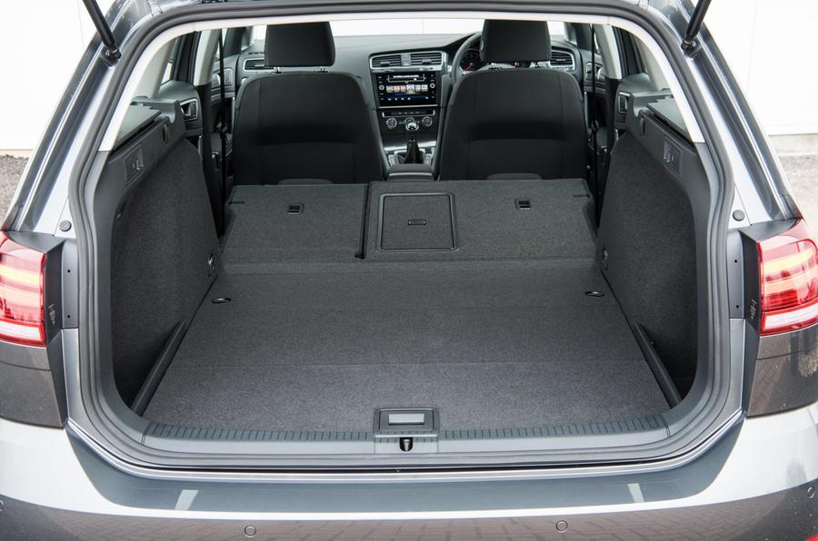Volkswagen Golf Estate boot