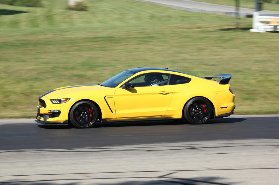175mph Ford Shelby GT350R Mustang
