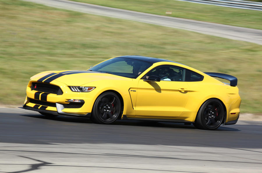 Ford Shelby GT350R Mustang cornering