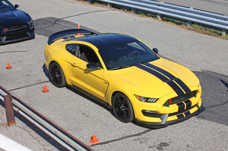 Ford Shelby GT350R Mustang front quarter