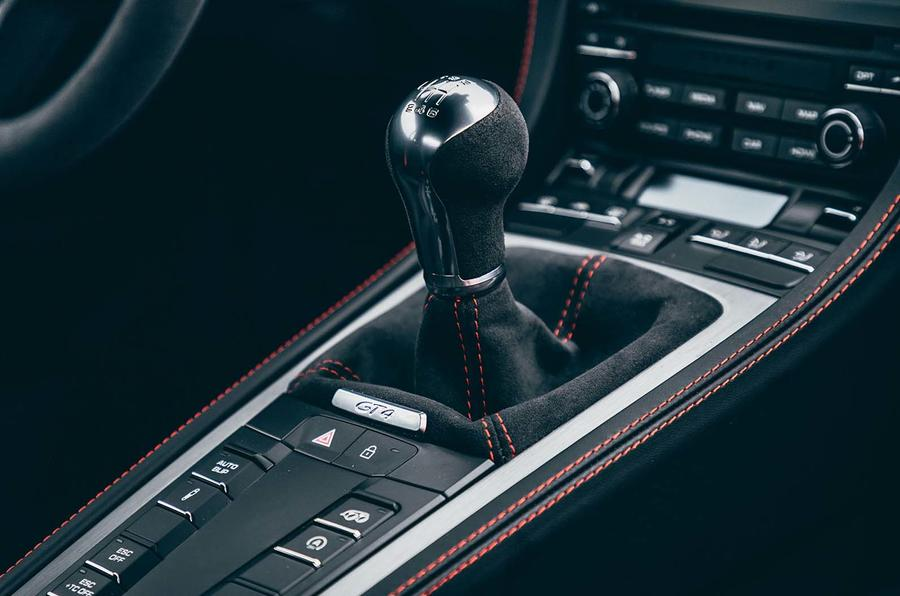 2019 Porsche 718 Cayman GT4 UK review - gearstick