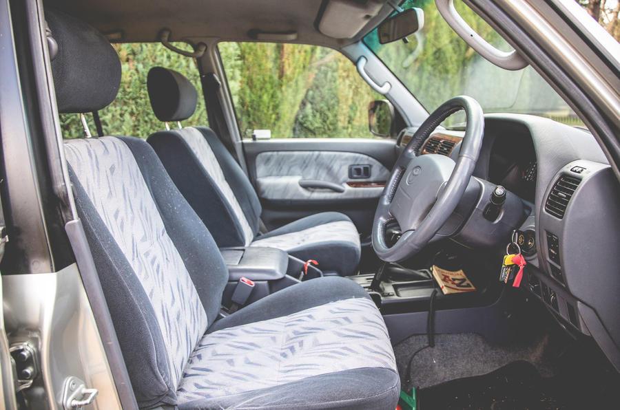 2000 Toyota Land Cruiser interior