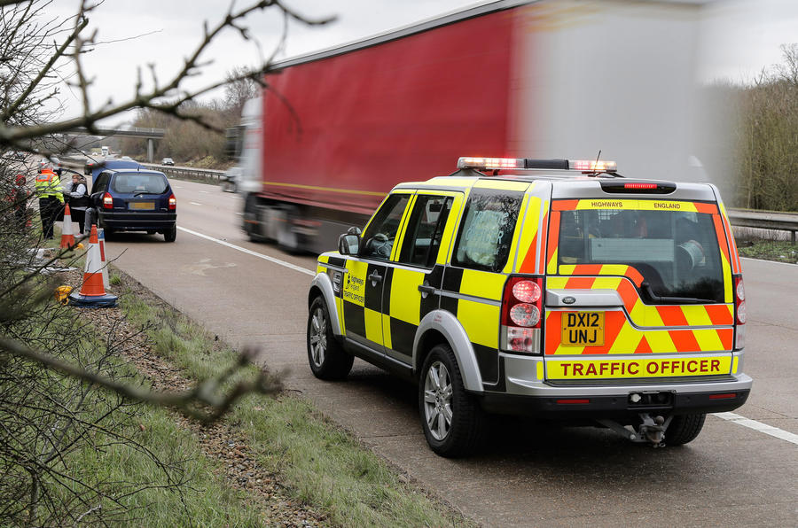Traffic officers Land Rover Discovery
