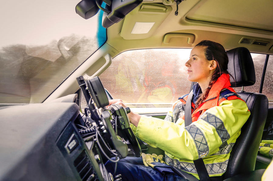 Land Rover Discovery 2016 >> Highways traffic officers - meet the people behind the ...