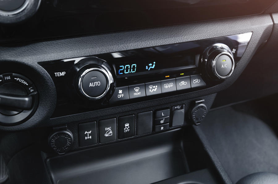 Toyota Hilux Invincible climate control
