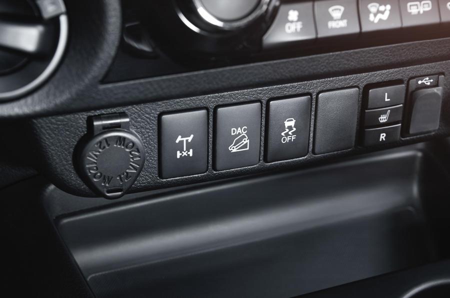 Toyota Hilux Invincible 4x4 controls