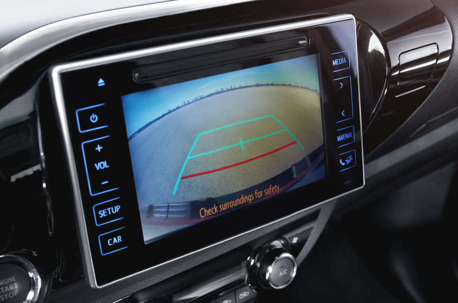 Toyota Hilux Invincible infotainment