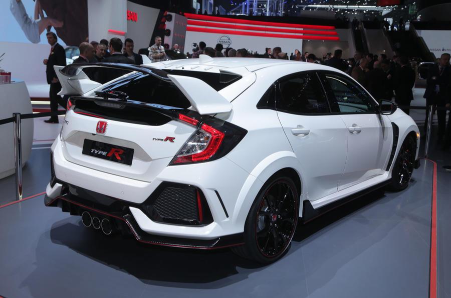 Honda civic type r unveiled at geneva motor show 2017 for 2017 honda civic sedan dimensions