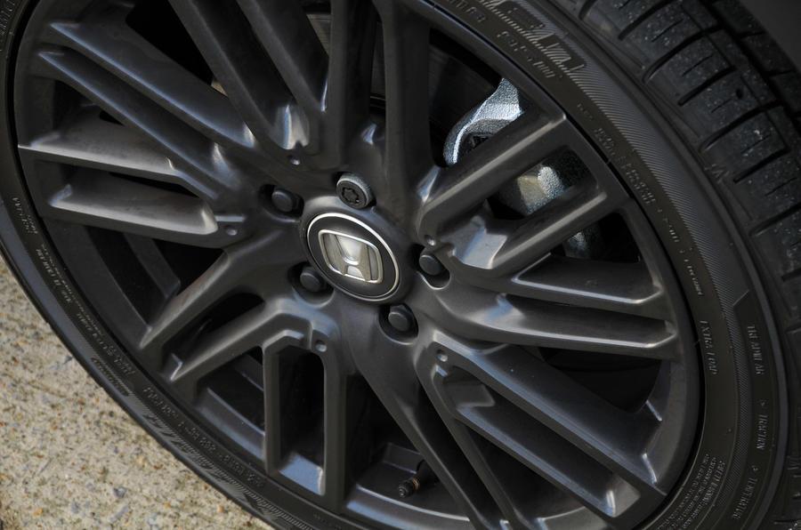 Honda HR-V Black Edition alloy wheels