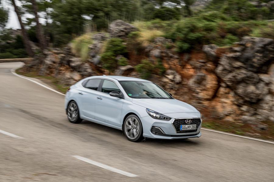 Hyundai i30 Fastback cornering