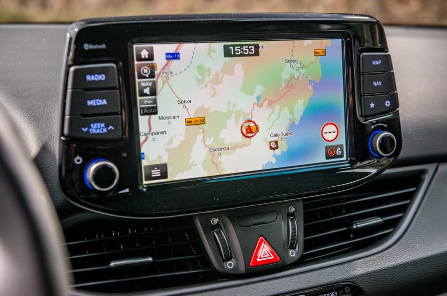 Hyundai i30 Fastback infotainment system