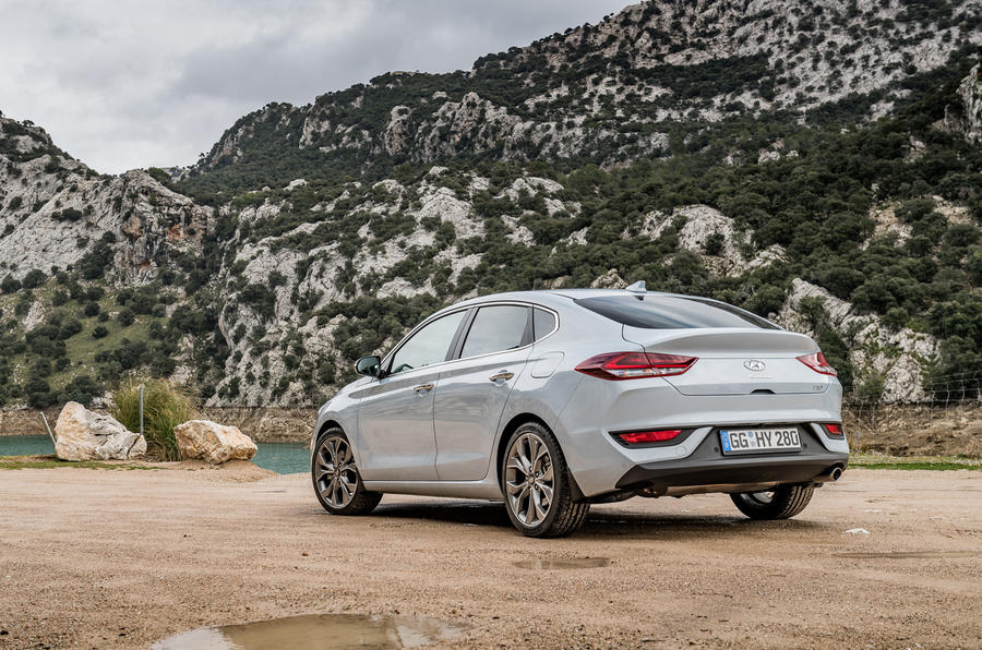 Hyundai i30 Fastback rear quarter