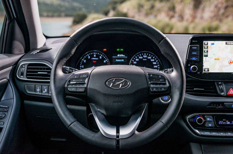 Hyundai i30 Fastback steering wheel