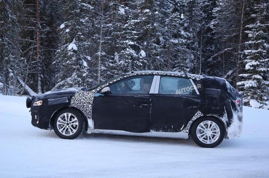 Hyundai i30 spy shots winter testing