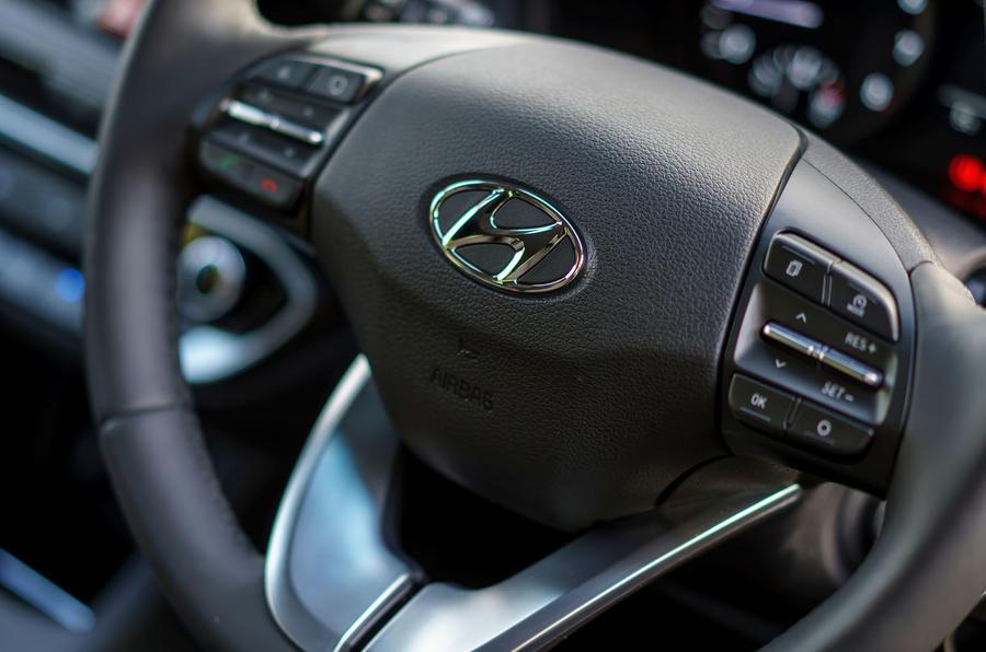 2017 Hyundai i30 1.0 T-GDi 120 SE Nav steering wheel