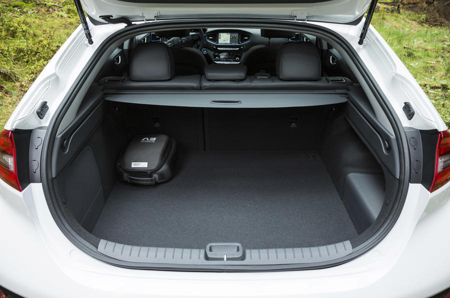 Hyundai Ioniq Plug-in boot space