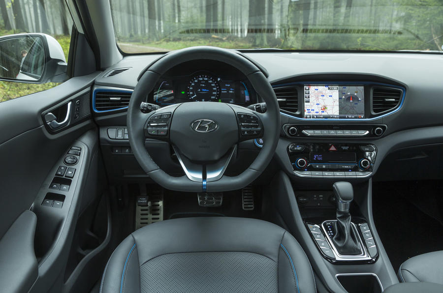 Hyundai Ioniq Plug-in dashboard