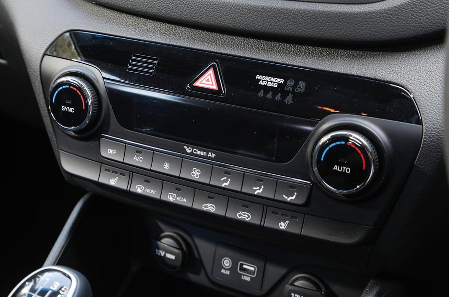 Hyundai Tucson climate control switchgear