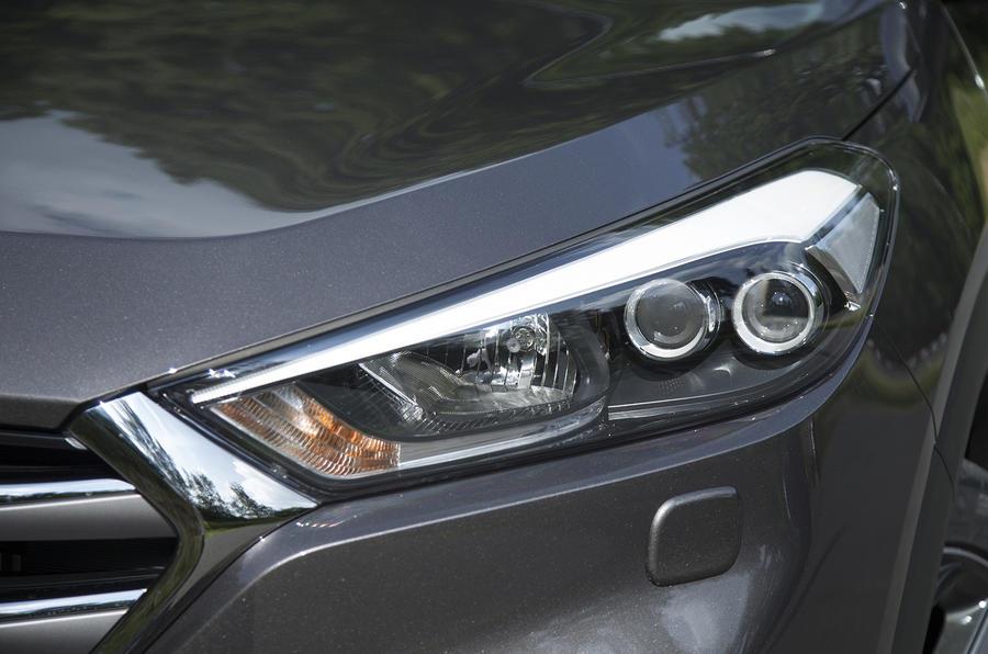 Hyundai Tucson xenon headlights