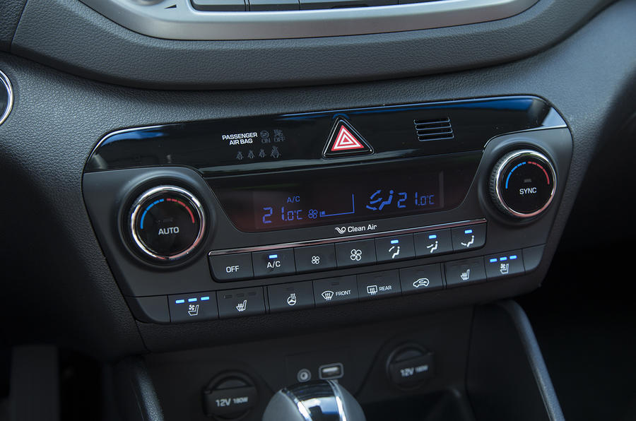 Hyundai Tucson centre console