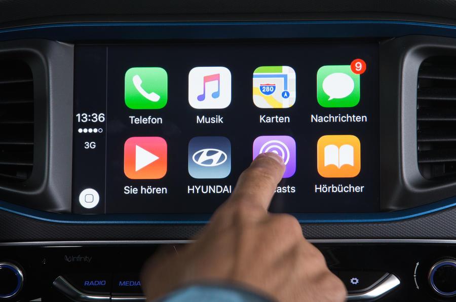 Hyundai Ioniq HEV CarPlay