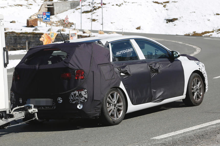 Hyundai i30 spy shots winter testing