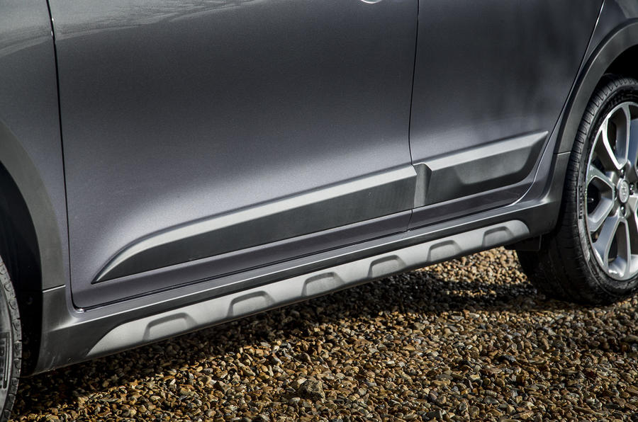 Hyundai i20 Active side skirts