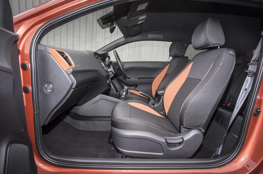 Hyundai i20 Coupé interior