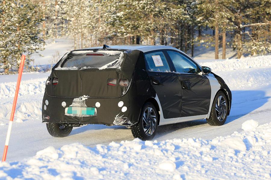 Hyundai i20 spies side rear