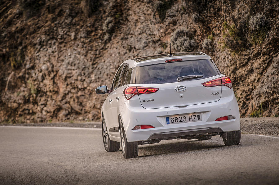 Hyundai i20 SE rear cornering
