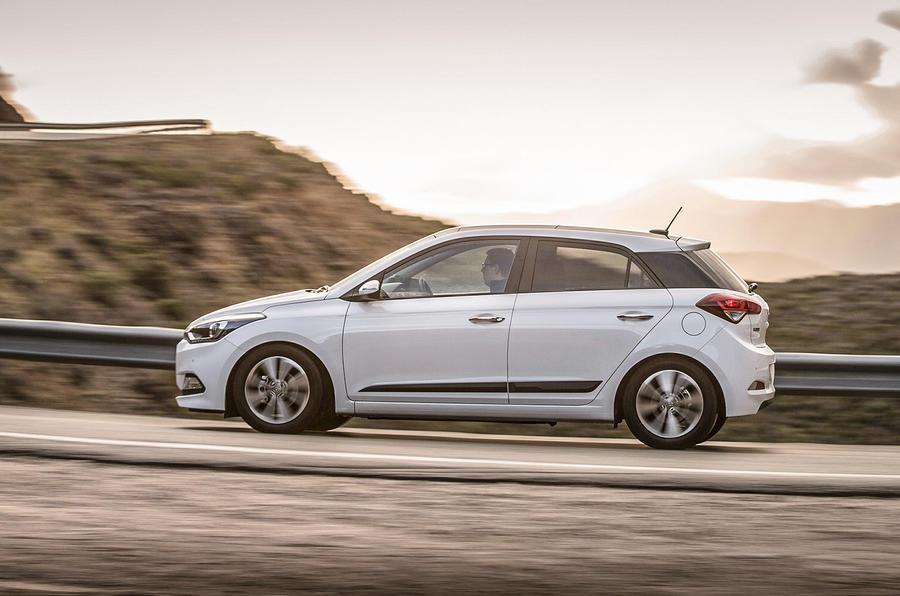 Hyundai i20 SE cornering