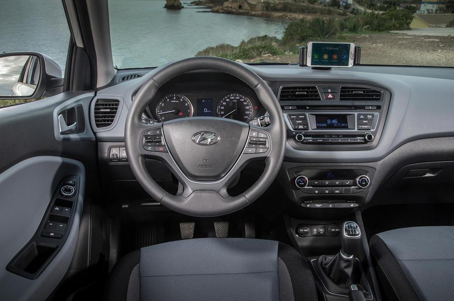 Hyundai i20 SE dashboard