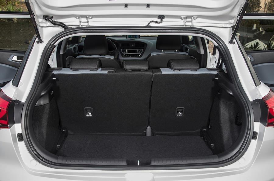 Hyundai i20 SE boot space