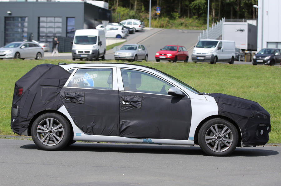 Hyundai i30 spy shots