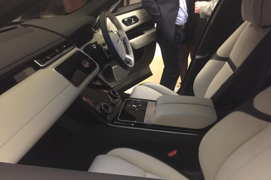 range rover velar interior a leather free luxury car yes please autocar. Black Bedroom Furniture Sets. Home Design Ideas
