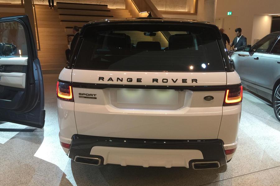 Range Rover P400e Can Travel 31 Miles in EV Mode